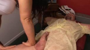 Milfhunter Rub and tug (Elle natural boobs videos)
