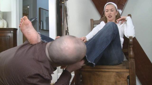 Mistress T - sweaty feet tongue bath 636