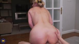 MatureNL Julia Pink Woman fucking a creampie