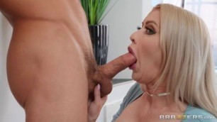 Brazzers - Mom's Helping Hands