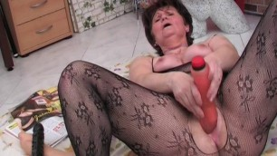 Hester hairy hungarian granny in pantyhose